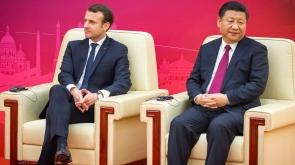 Emmanuel Macron, président de la république, et Xi Jinping, président de  la République populaire de Chine participent à la première réunion du Conseil d'entreprises franco-chinois au Grand Palais du peuple à Pékin, Chine, mardi 9 janvier 2018 - 2018©Jean-Claude Coutausse / french-politics pour Le Monde